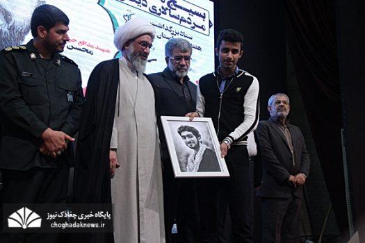 آئین تجلیل از ۳ خانواده شهید و یک جانباز مدافع حرم در بوشهر
