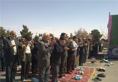 نماز طلب بارش باران در جوار شهدای گمنام برازجان برگزار شد