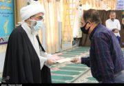 اهداء کمکهای امام جمعه بوشهر به آسیب دیدگان اقتصادی از ویروس کرونا