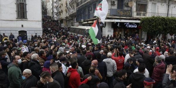 راز حضور پرچم فلسطین در کلیه تظاهراتهای مردمی الجزائر از سال ۲۰۱۹ تاکنون