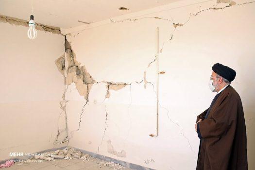 حضور رئیسی در منزل زلزلهزدگان