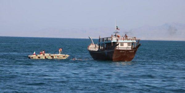 شناور حامل کالای قاچاق در بندر عامری تنگستان توقیف شد